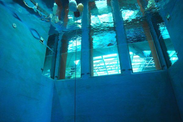 tsc-tauchsportcenter-esslingen-dick-tauchturm-innen-ansicht